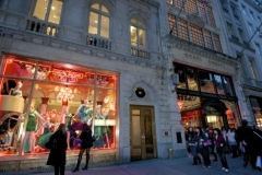 One Of Many High-End Retailers Along Fifth Ave Decorated For The Holidays