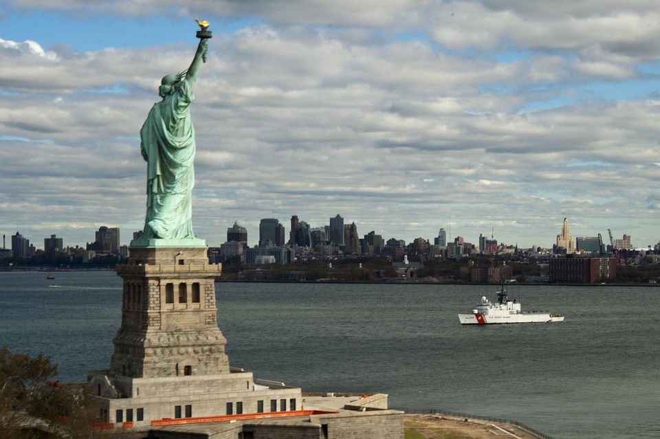 Statue-Of-Liberty-Coast-Guard-Skyline-New-York-City
